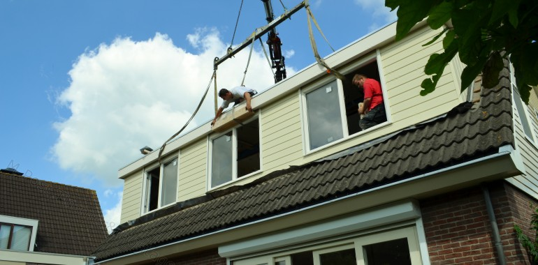 plaatsing van een  10 meter dakkapel in De Goorn